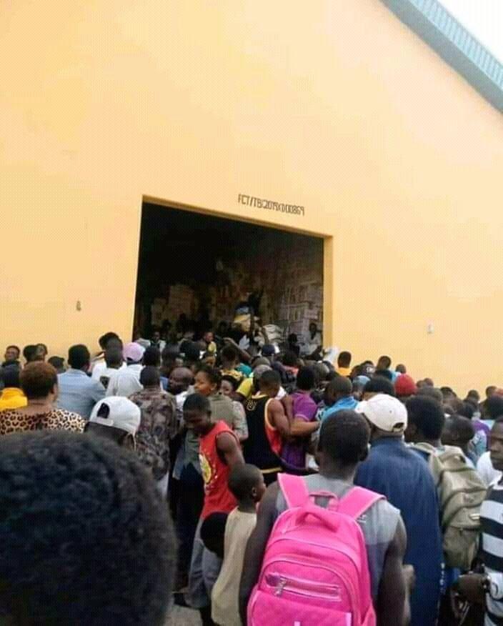 FCT: Mob invades COVID-19 palliatives warehouse in Gwagwalada