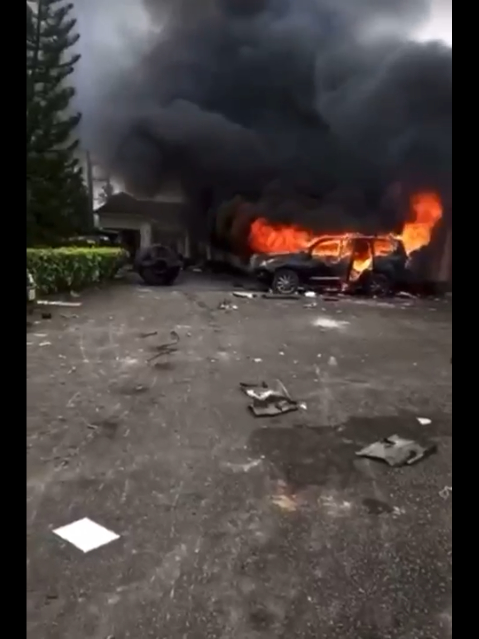 VIDEO: Hoodlums set Sen Ndoma Egba's house in flames after looting