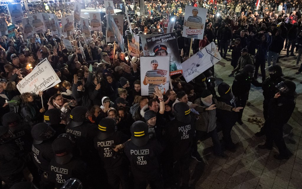 German protesters resist attempts by police to stop march