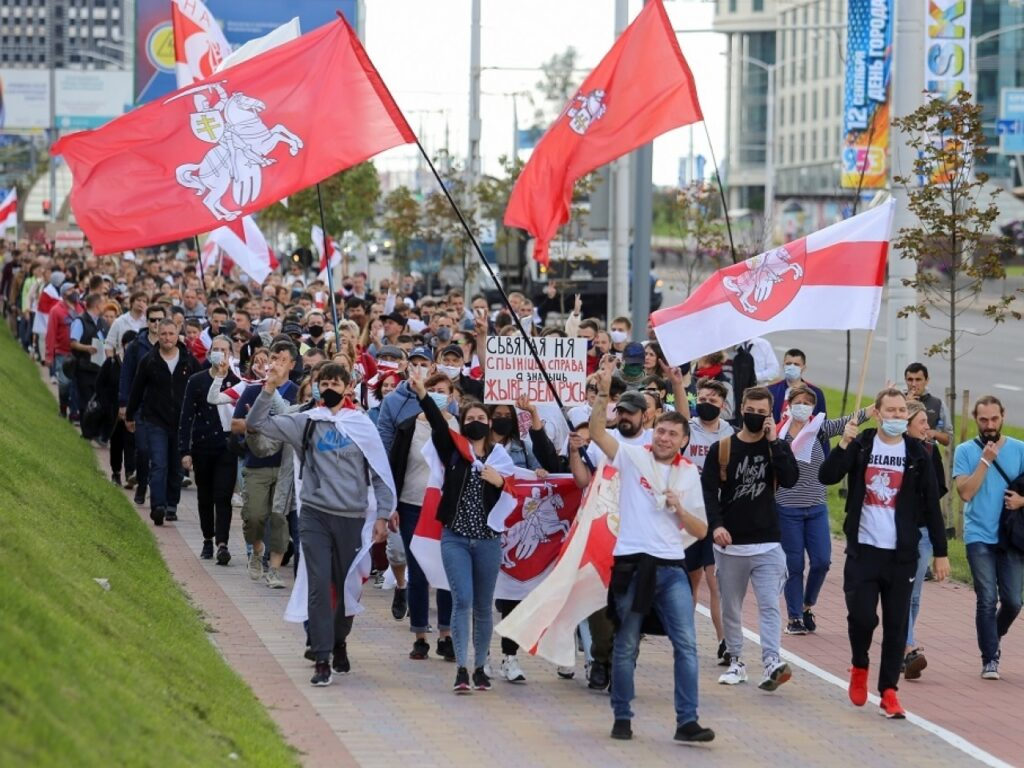 Scores arrested at renewed protests against Lukashenko in Belarus