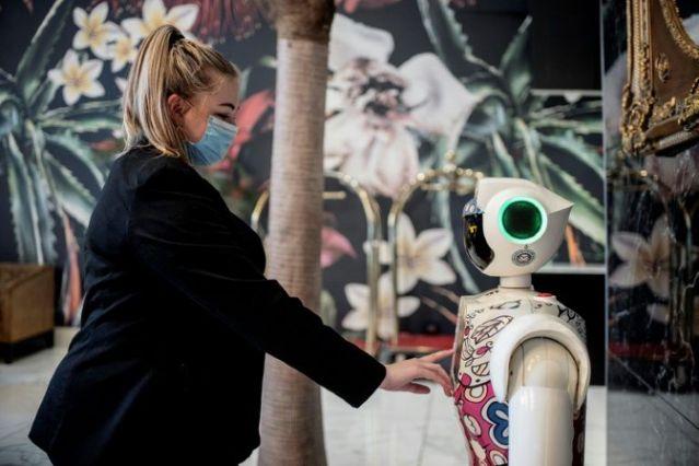 Johannesburg hotel embraces virus-free robots