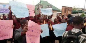 Protest: Oyo legislative workers shut Assembly indefinitely