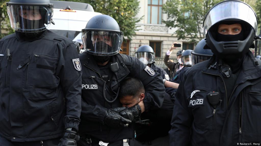 German Federal Intelligence Agency watching anti-lockdown radicals